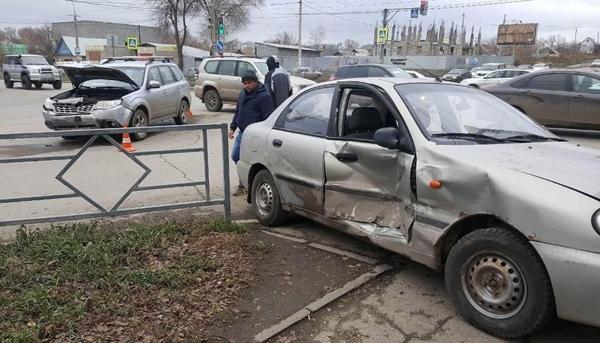 В Самаре на перекрестке водитель автомобиля «ЗАЗ» не пропустил «Субару» и сбил пешехода | CityTraffic