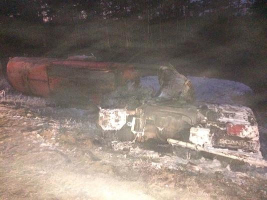 В Самарской области три человека погибли в результате столкновения нефтевоза и легковушки | CityTraffic