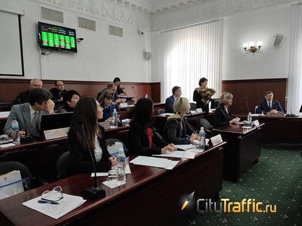 За монтажом ёлок на площади Куйбышева в Самаре будут следить охранники | CityTraffic
