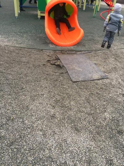 На детях сэкономили: жители Тольятти возмущены тем, как сделаны детские площадки на территории Итальянского сквера   CityTraffic