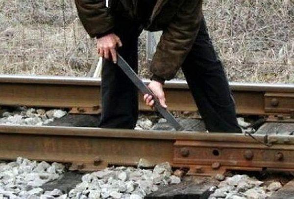 Житель Тольятти  разобрал на лом 8 тонн рельсов | CityTraffic