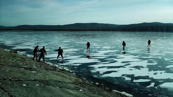 В Тольятти спасатели эвакуировали 3 рыбаков с оторвавшейся льдины | CityTraffic