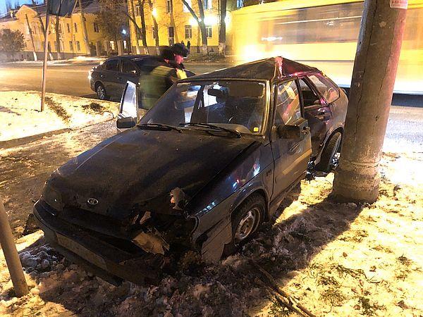 В Самаре за два дня пьяные водители врезались в два столба | CityTraffic