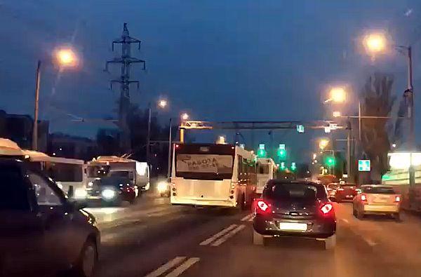 В Самаре автобусы устроили гонки на Московском шоссе: видео | CityTraffic