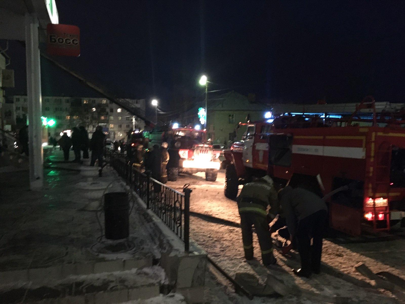 """В Самарской области горел торговый центр """"Клеопатра"""": видео"""