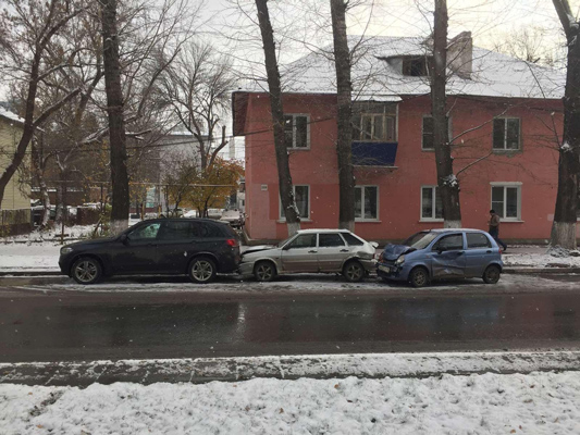 В Самаре СеАЗ устроил аварию с тремя автомобилями | CityTraffic