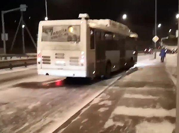 В Самаре автобусы не смогли заехать на Красную Глинку из-за гололеда: видео | CityTraffic
