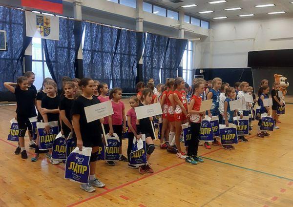 В Тольятти ЛДПР вручила подарки юным волейболисткам | CityTraffic