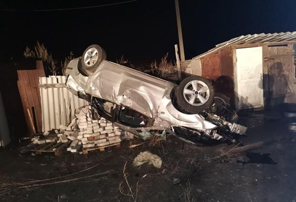 Водитель без прав вылетел в кювет, опрокинулся и врезался в забор в Самарской области   CityTraffic