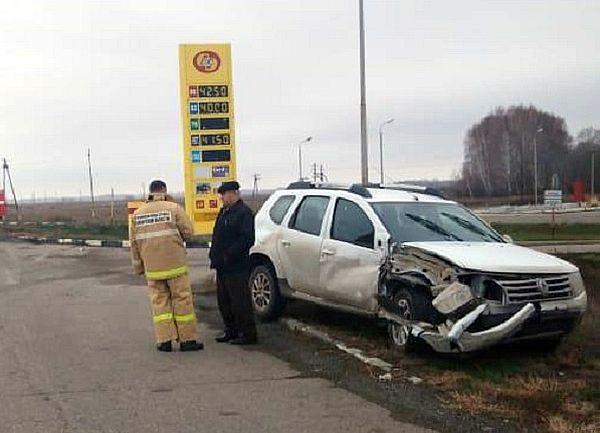 "В Самарской области УАЗ фургон опрокинулся на бок после столкновения с ""Рено"" | CityTraffic"