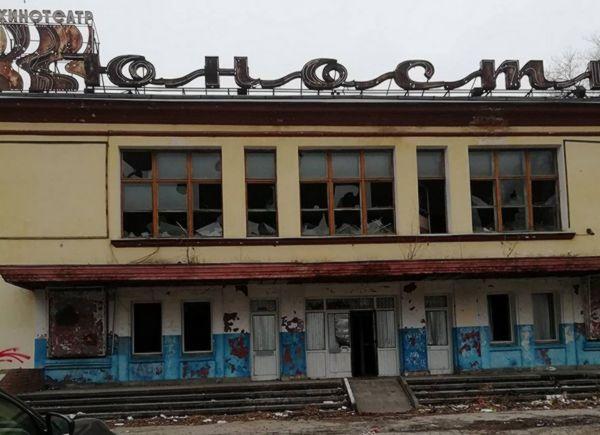В бывшем здании кинотеатра «Юность»  в Самаре закроют окна и двери и установят забор по периметру | CityTraffic