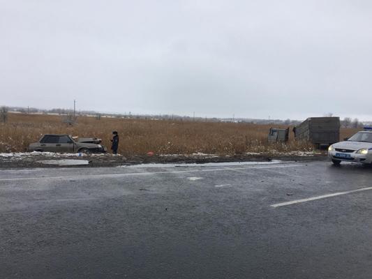 Стали известны подробности аварии на трассе М‑5 в Самарской области, где два человека погибли и два пострадали в столкновении легковушки с грузовиком | CityTraffic