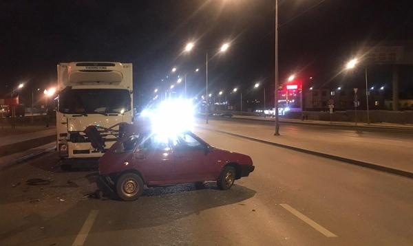 """В Самаре грузовик врезался в идущую впереди """"девятку""""   CityTraffic"""