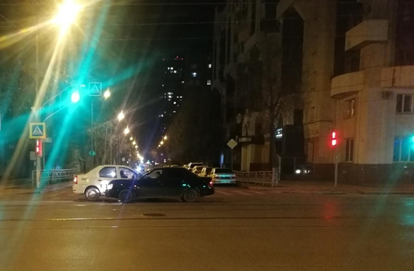 Две пассажирки такси попали в больницу после аварии в Самаре | CityTraffic