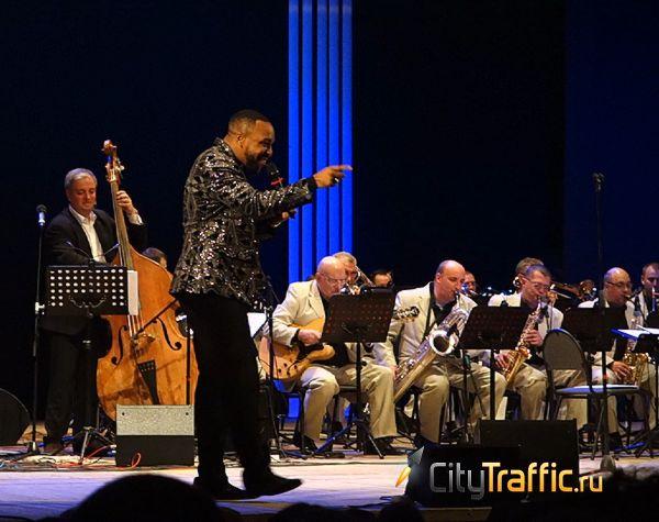 Джазовой звезде из Америки в Тольятти рассказали сказку про Колобка | CityTraffic