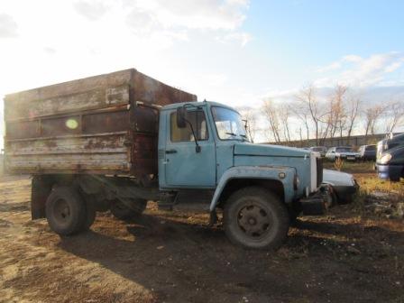 Три приятеля прицепили 20 метров рельсов к УАЗику и похитили их со станции | CityTraffic