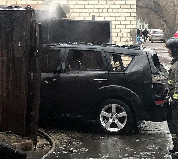 В Тольятти в гараже сгорела иномарка: видео | CityTraffic