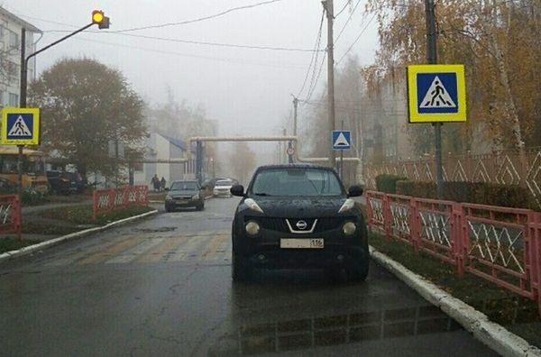 """Жительницу Чапаевска оштрафовали за то, что оставила своего """"Жука"""" на """"зебре""""   CityTraffic"""