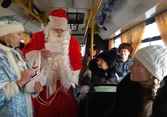 В Тольятти с 18 декабря Дед Мороз и Снегурочка начнут поздравлять пассажиров общественного транспорта | CityTraffic