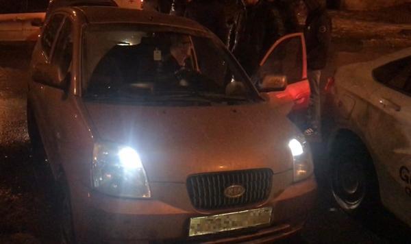 В Самаре пьяный водитель на машине с пробитым колесом чуть не устроил серьезную аварию   CityTraffic