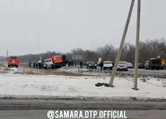 В Самарской области два человека погибли в результате столкновения легковушки с КамАЗом | CityTraffic