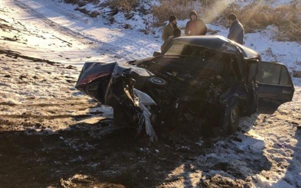 На трассе «Самара - Большая Черниговка» «шестерка» врезалась в столб, водитель погиб   CityTraffic
