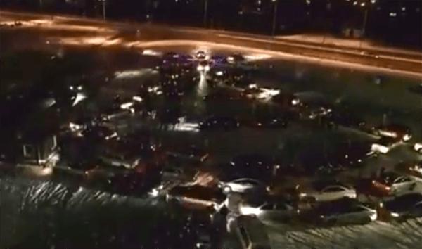 В Самаре из автомобилей выстроили новогоднюю елку: видео | CityTraffic