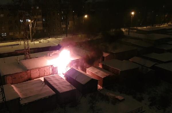 В Самаре на улице Олимпийской в гараже сгорел автомобиль | CityTraffic
