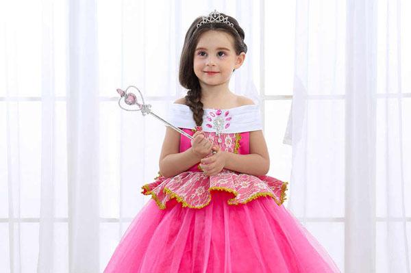 В этом году в Самаре чаще всего на утренниках девочки хотели быть принцессами, а мальчики – волками | CityTraffic