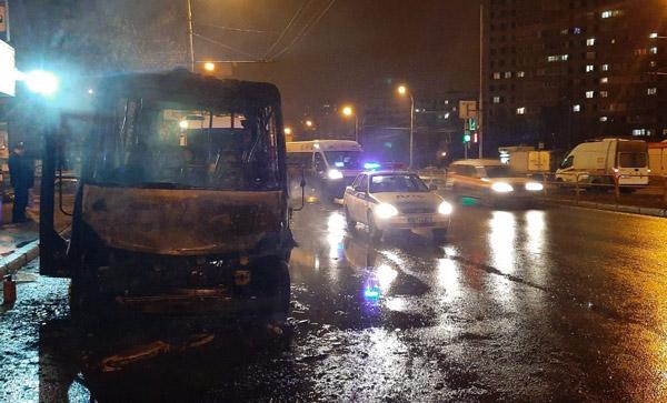 В Тольятти возле Медгородка сгорела маршрутка: видео   CityTraffic