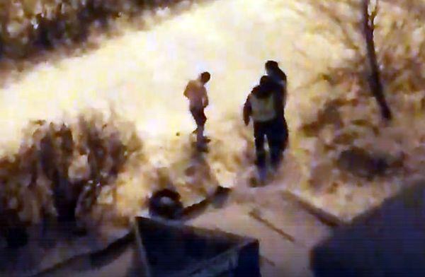 Житель Тольятти разделся на улице и рвал на себе одежду зубами: видео | CityTraffic