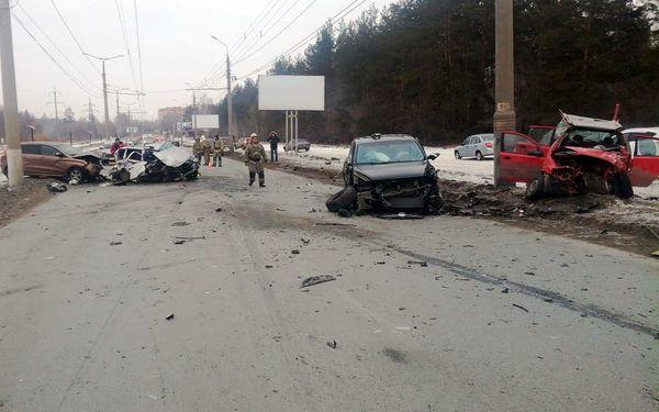 Полиция рассказала, кто устроил аварию с 4 автомобилями и 5 пострадавшими в Тольятти: видео | CityTraffic