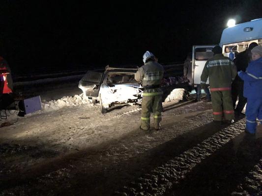 "На трассе М-5 ""семерка"" влетела в КамАЗ, двое погибли | CityTraffic"