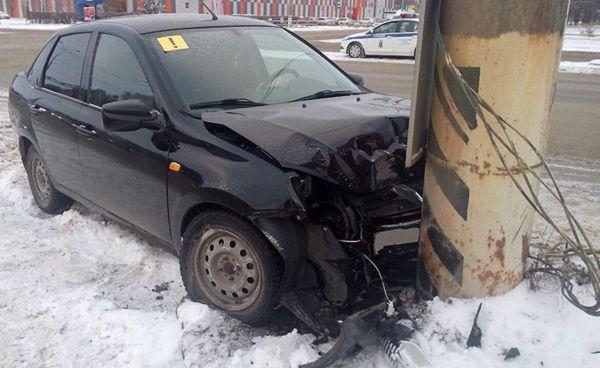 Стали известны подробности столкновения такси с грузовиком на трассе М-5 в Самарской области | CityTraffic