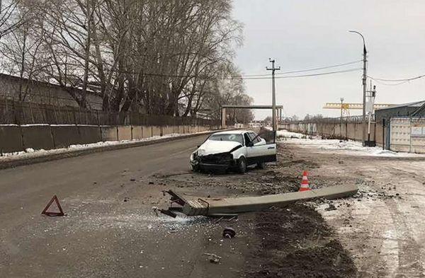 В Самарской области водитель иномарки сбил бетонный столб | CityTraffic