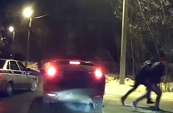 Житель Жигулевска пырнул тольяттинца ножом ипопытался уйти от полицейской погони: видео