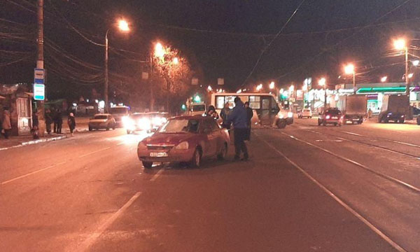 В Самаре пенсионерка перебегала дорогу не там и попала под колеса | CityTraffic