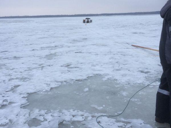 Два рыбака на вездеходе провалились в полынью в Самарской области   CityTraffic