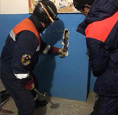 Житель Якутска упал с 10 этажа, доставая валенки из вентиляции: видео | CityTraffic