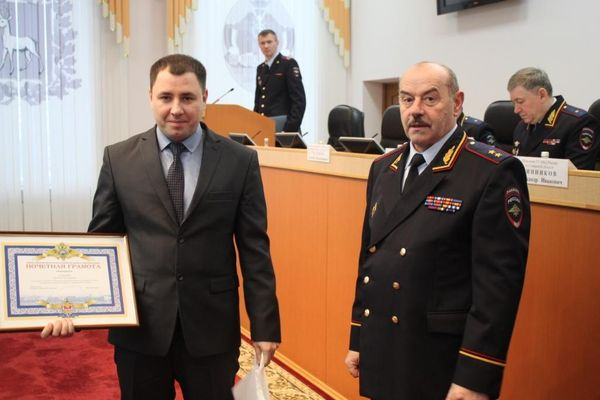 В Самаре наградили двух мужчин, которые спасли девушку и задержали преступника   CityTraffic
