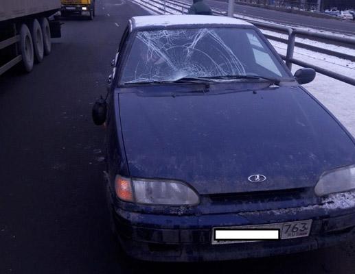 В Самаре сбили пьяного пешехода, который перелез через ограждение | CityTraffic