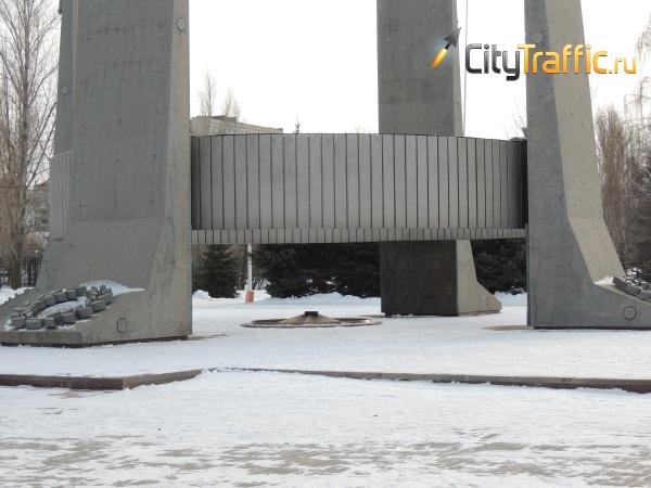 В Тольятти дети снегом закидали Вечный огонь, из-за чего он опять потух | CityTraffic