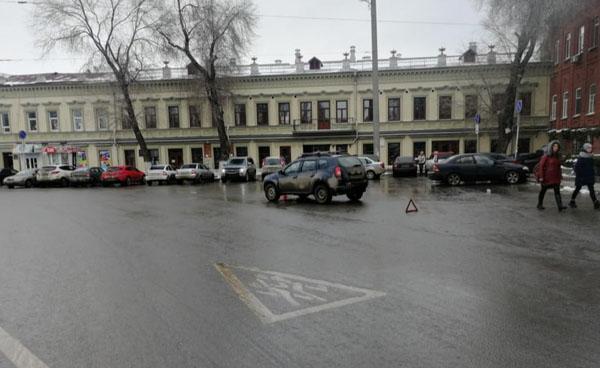 В Самаре женщина-водитель, выезжая с парковки, сбила пенсионерку-нарушительницу | CityTraffic