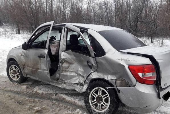 Начинающий водитель устроил серьезное ДТП, выехав на встречную полосу на автодороге «Самара-Бугуруслан» | CityTraffic
