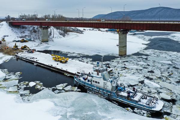 На реке Сок строители готовят технику для монтажа русловой опоры дополнительного моста | CityTraffic