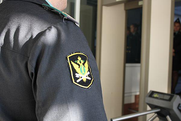 Пьяный житель Самарской области с громким матом пытался прорваться в суд | CityTraffic