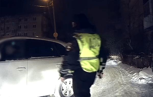 В Тольятти водитель честно признался сотрудникам ГИБДД, что пьет уже три дня: видео | CityTraffic
