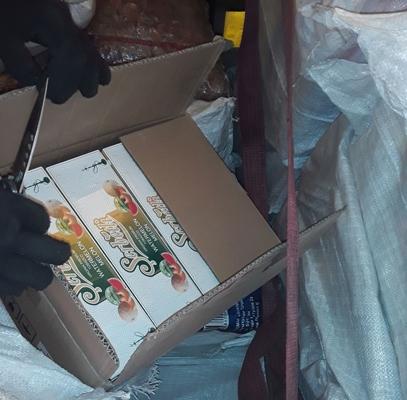 В фуре под мешками сухофруктов самарские таможенники нашли тонну нелегального табака на 2 млн рублей   CityTraffic