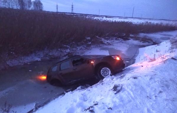 Возле Тольятти спасатели вытащили из воды тело водителя, автомобиль которого опрокинулся в канаву | CityTraffic