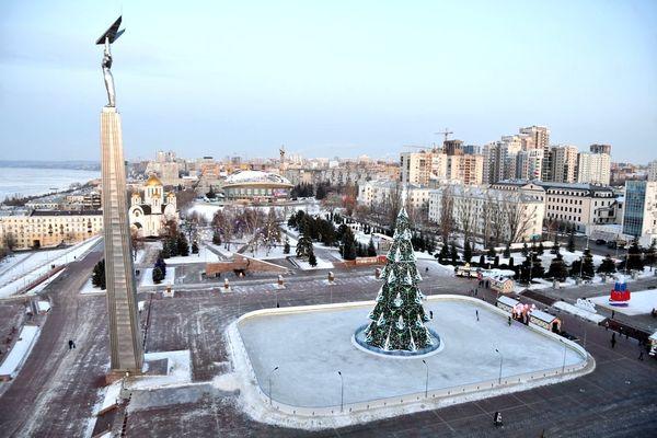 В Самаре перезальют лёд на катке на площади Славы | CityTraffic